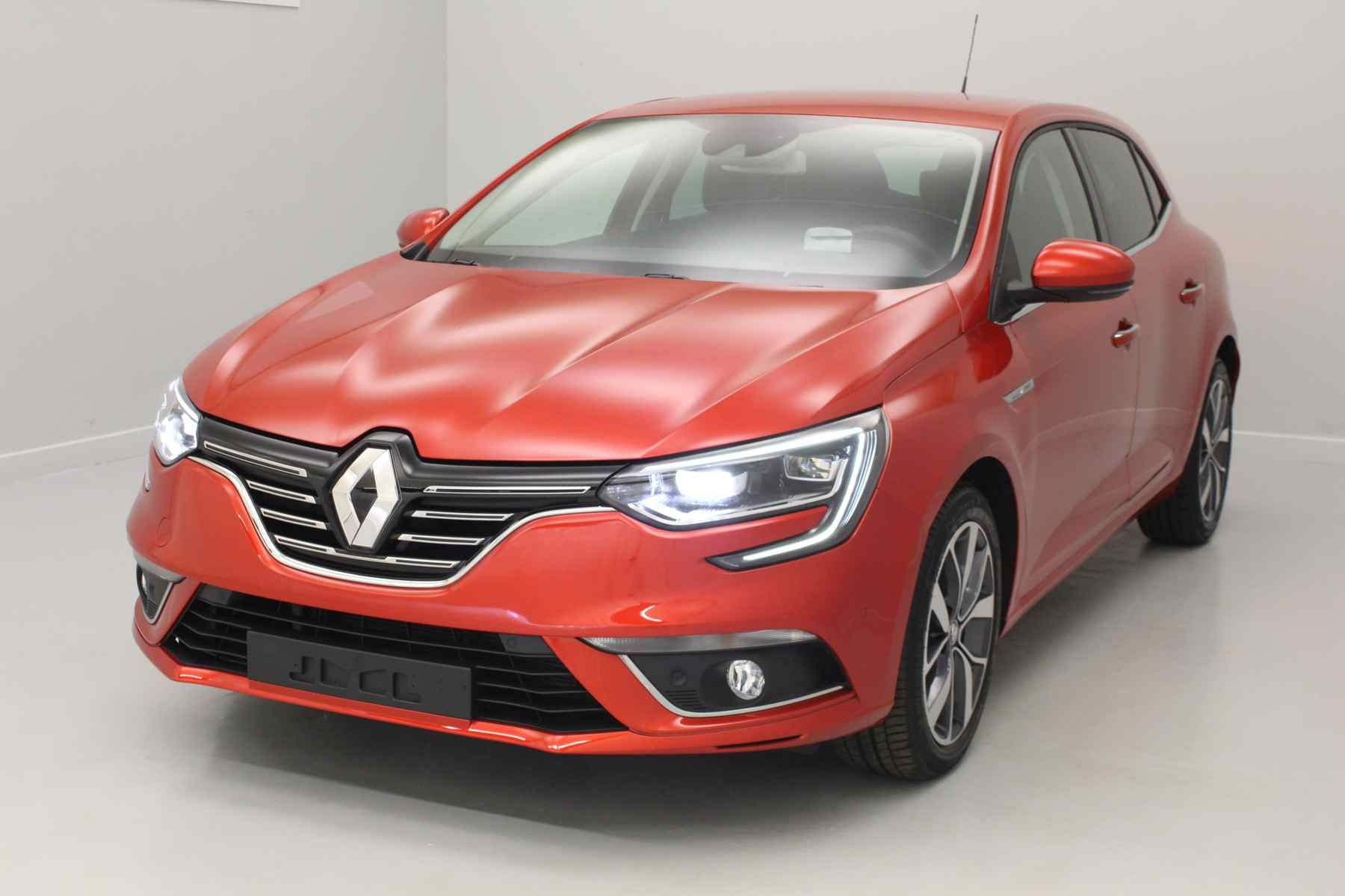 RENAULT Nouvelle Mégane IV Berline dCi 110 Energy Intens Rouge Flamme + Pack Easy Parking avec options