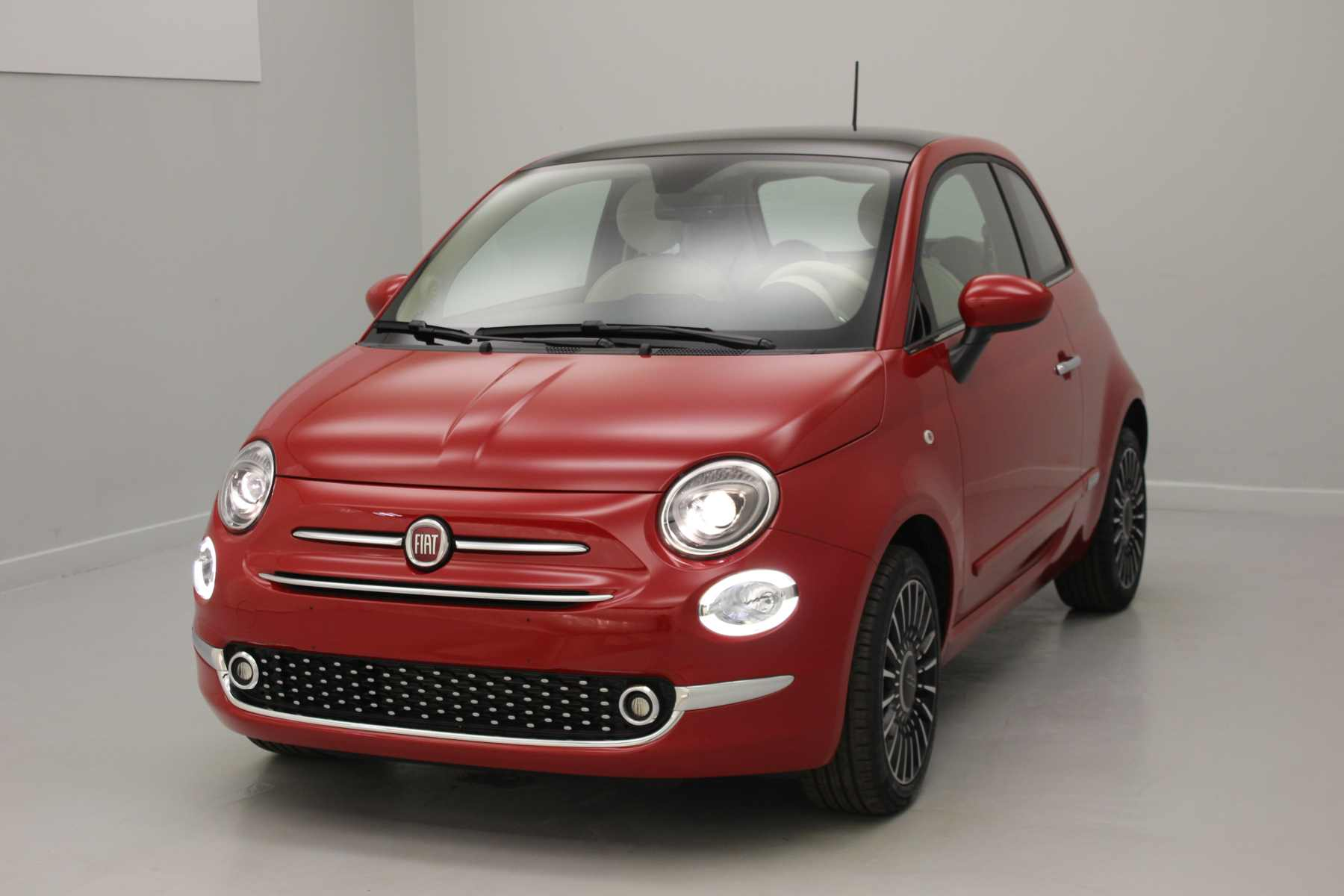 FIAT 500 1.2 69 ch Lounge Eco Pack Pasodoble Red + Climatisation automatique + Jantes 16'' New Club avec options