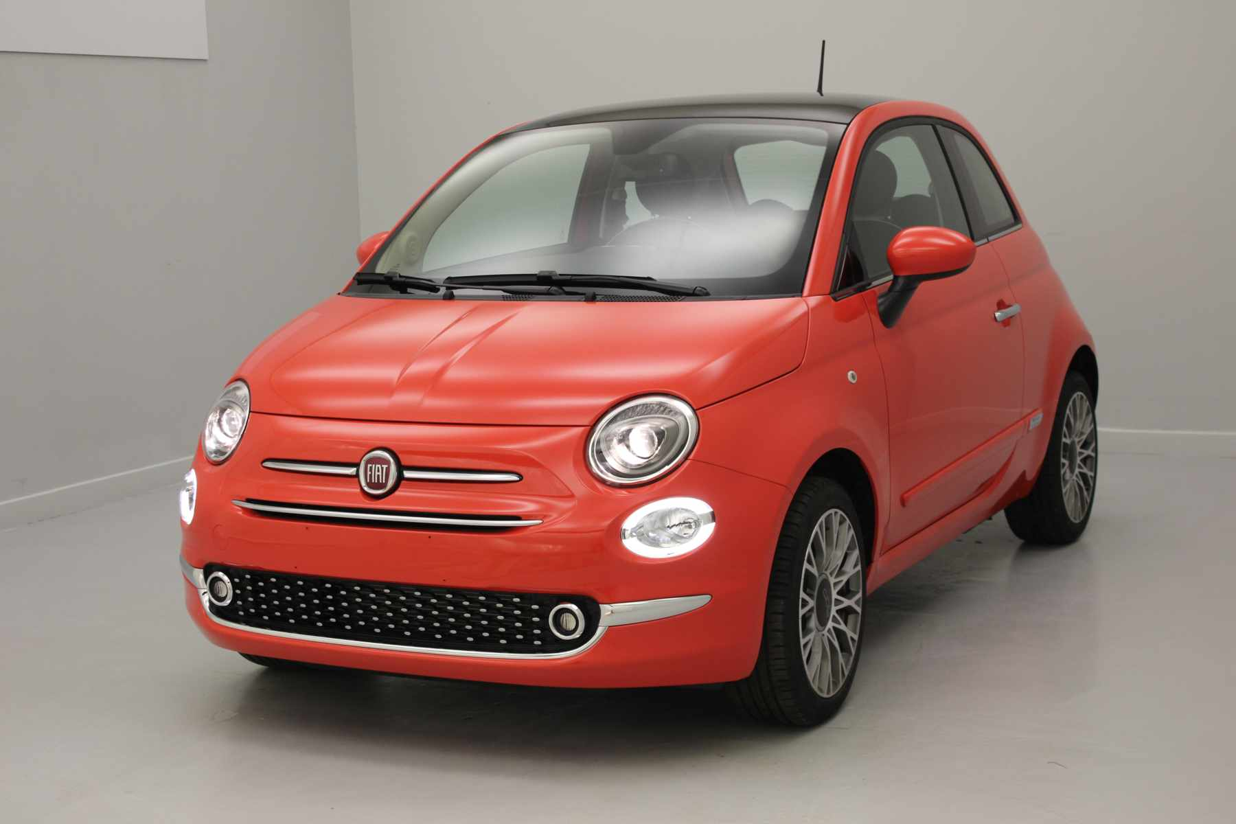 FIAT 500 1.2 69 ch Lounge Eco Pack Coral Red + Climatisation automatique + Uconnect Radio 7'' NAV LIVE avec options