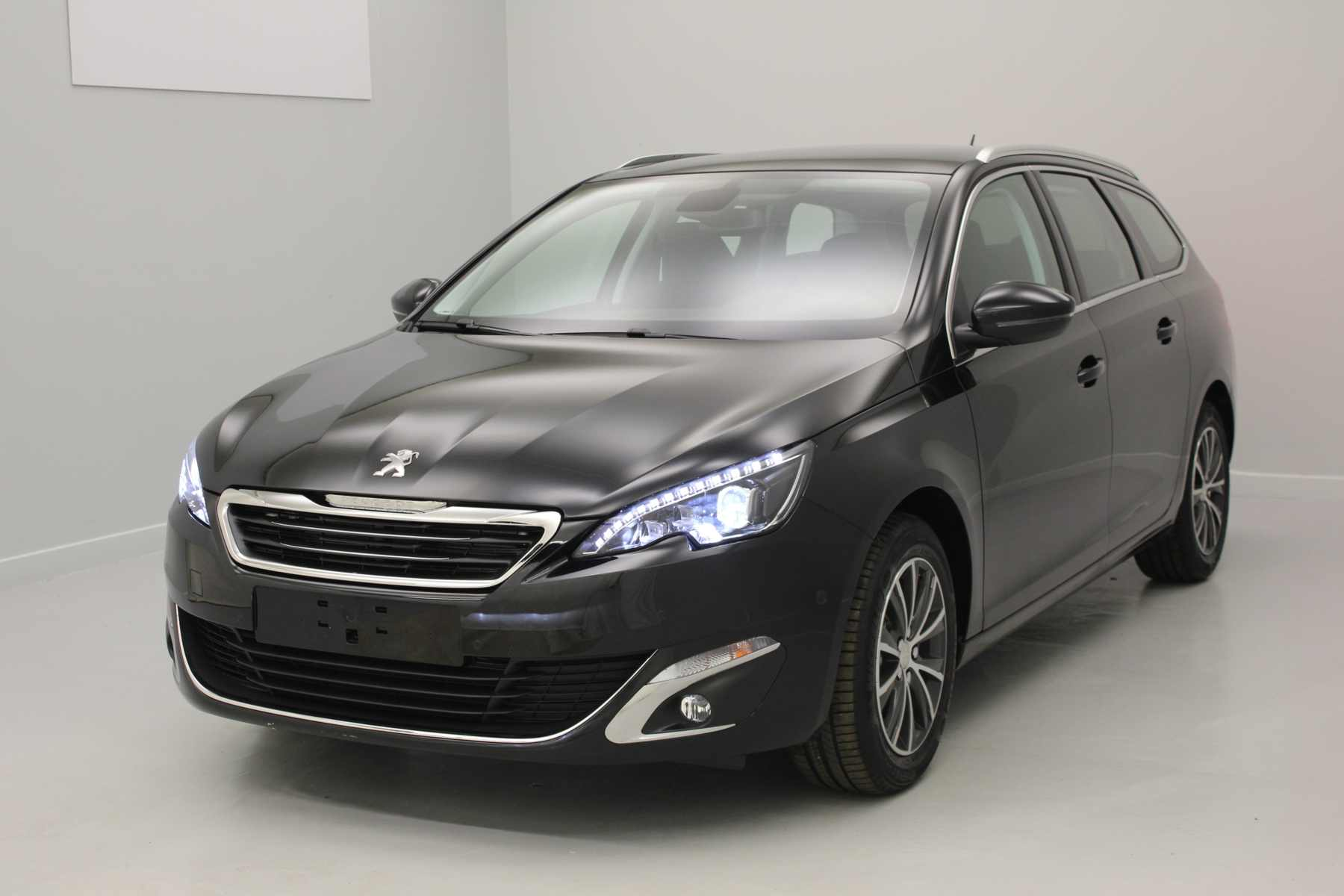 PEUGEOT 308 SW 1.6 BlueHDi 120ch BVM6 Allure Noir Perla + Toit Panoramique + Park Assist avec options