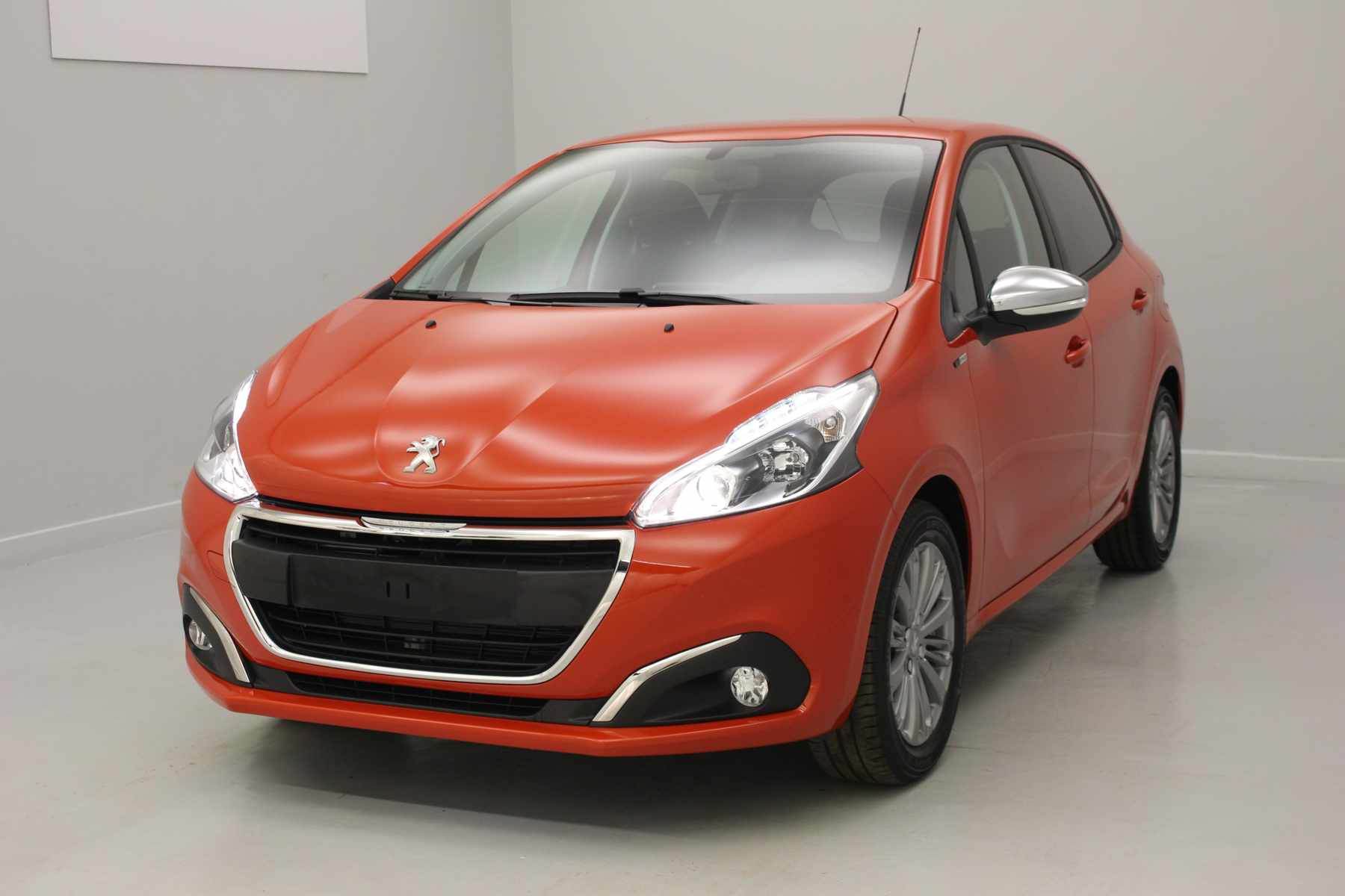 PEUGEOT 208 1.2 PureTech 82ch BVM5 Style 5 portes Orange Power+ Jantes alliage 16 + Roue de secours avec options