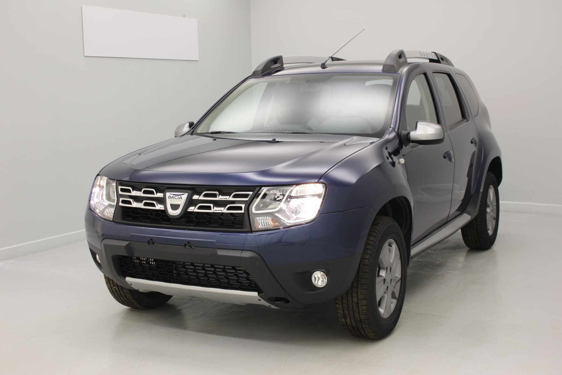 DACIA Duster dCi 110 4x4 Lauréate Plus 2017 Bleu Cosmos + Media Nav Evolution  + Pack look extérieur avec options