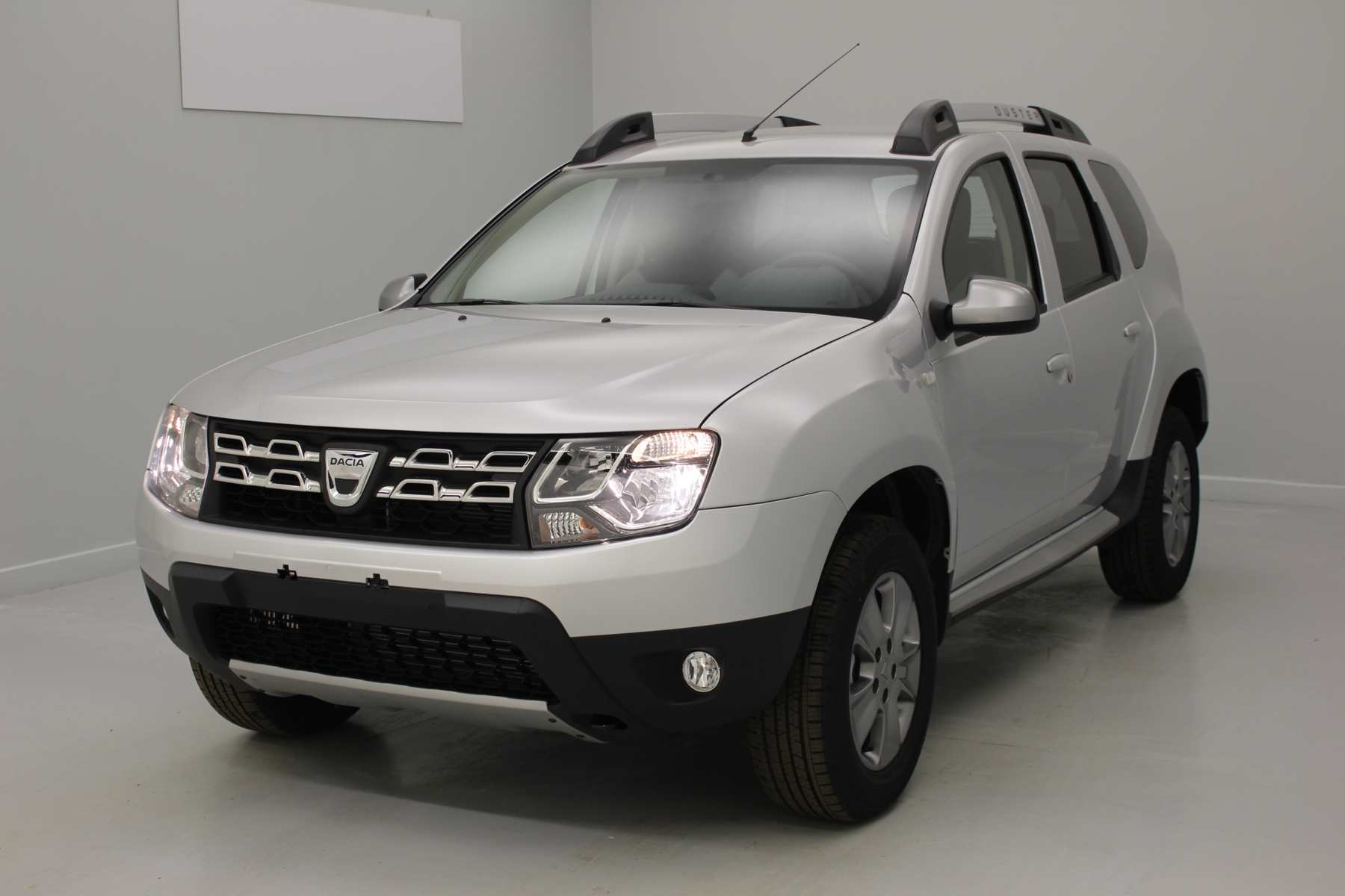 DACIA Duster dCi 110 4x4 Lauréate Plus 2017 Gris Platine + Media Nav Evolution  + Pack look extérieur avec options