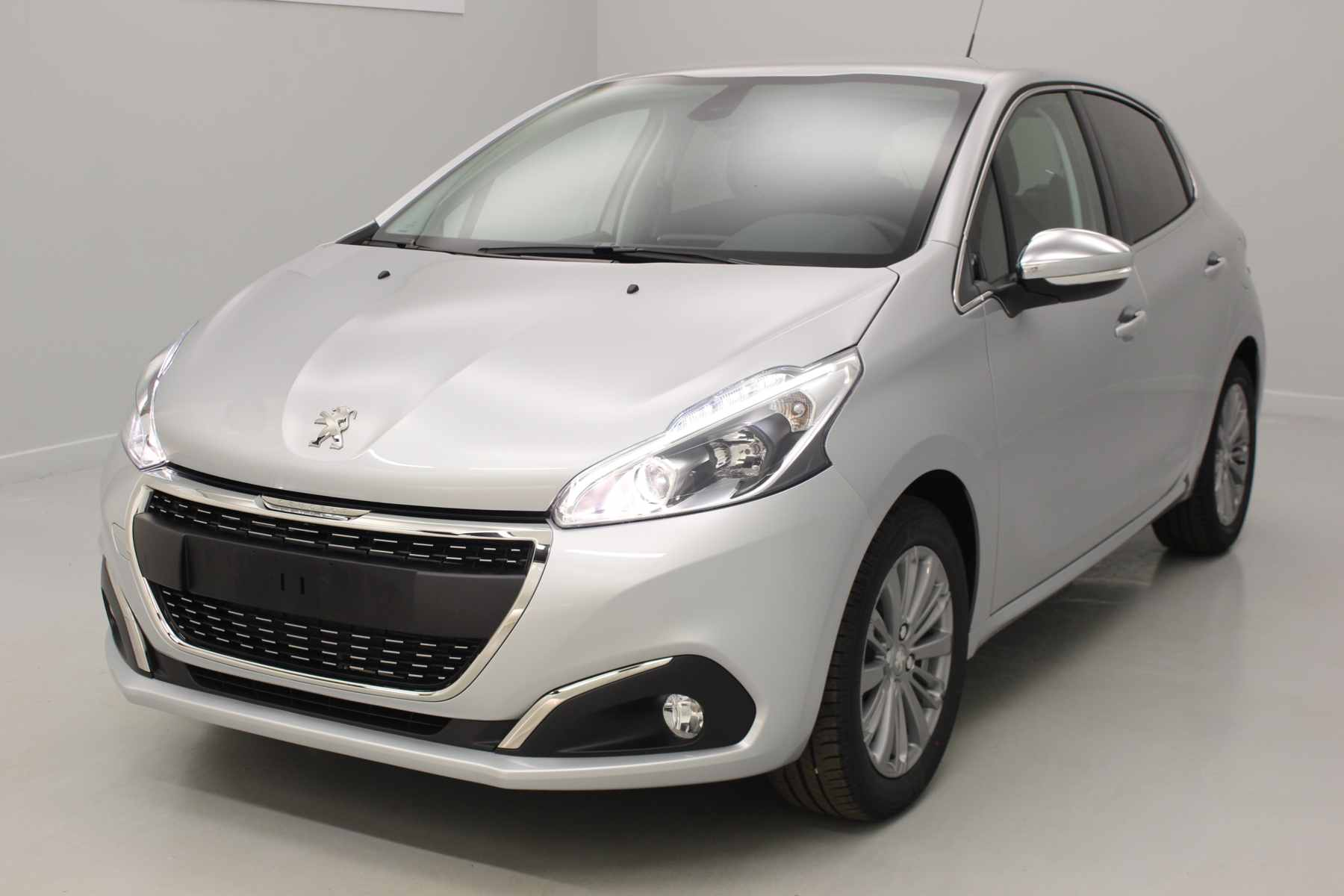 PEUGEOT 208 1.2 PureTech 82ch BVM5 Allure Gris Aluminium + Navigation + Roue de secours + Extension de garantie 3 ans avec options