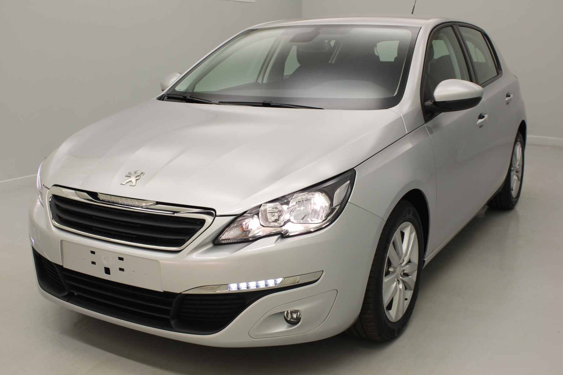 PEUGEOT 308 1.6 BlueHDi 120ch S&S BVM6 Active Gris Aluminium + Navigation avec options