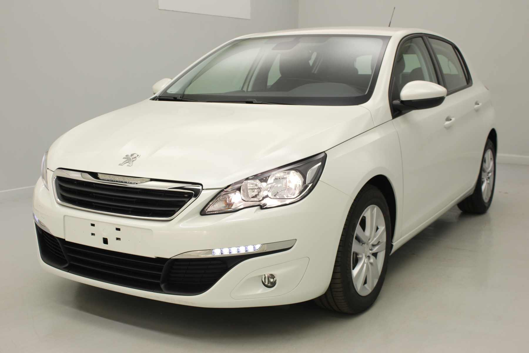 PEUGEOT 308 1.6 BlueHDi 120ch S&S BVM6 Active Blanc Nacré + Navigation avec options