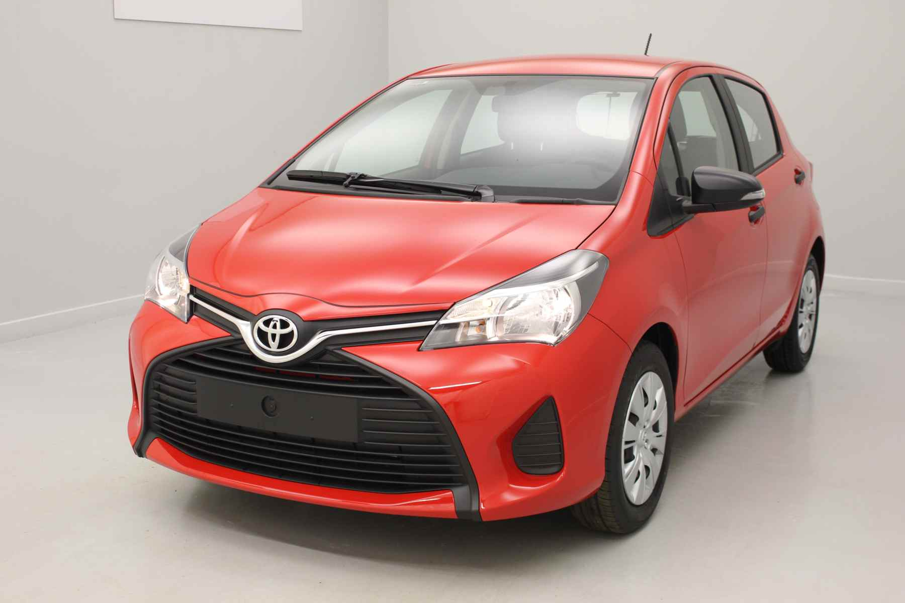 TOYOTA Yaris 69 VVT-i Active Rouge Chilien + Climatisation manuelle avec options
