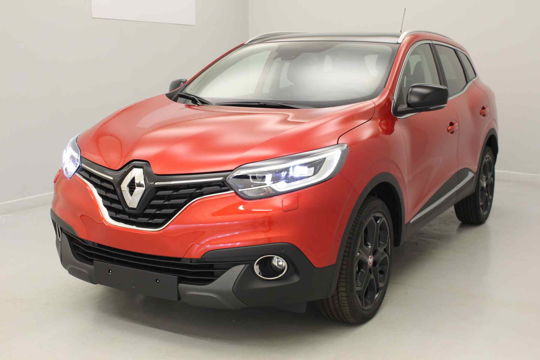 RENAULT Kadjar TCe 130 Energy SL Black Edition EDC Rouge Flamme + Toit panoramique + pare-brise chauffant avec options