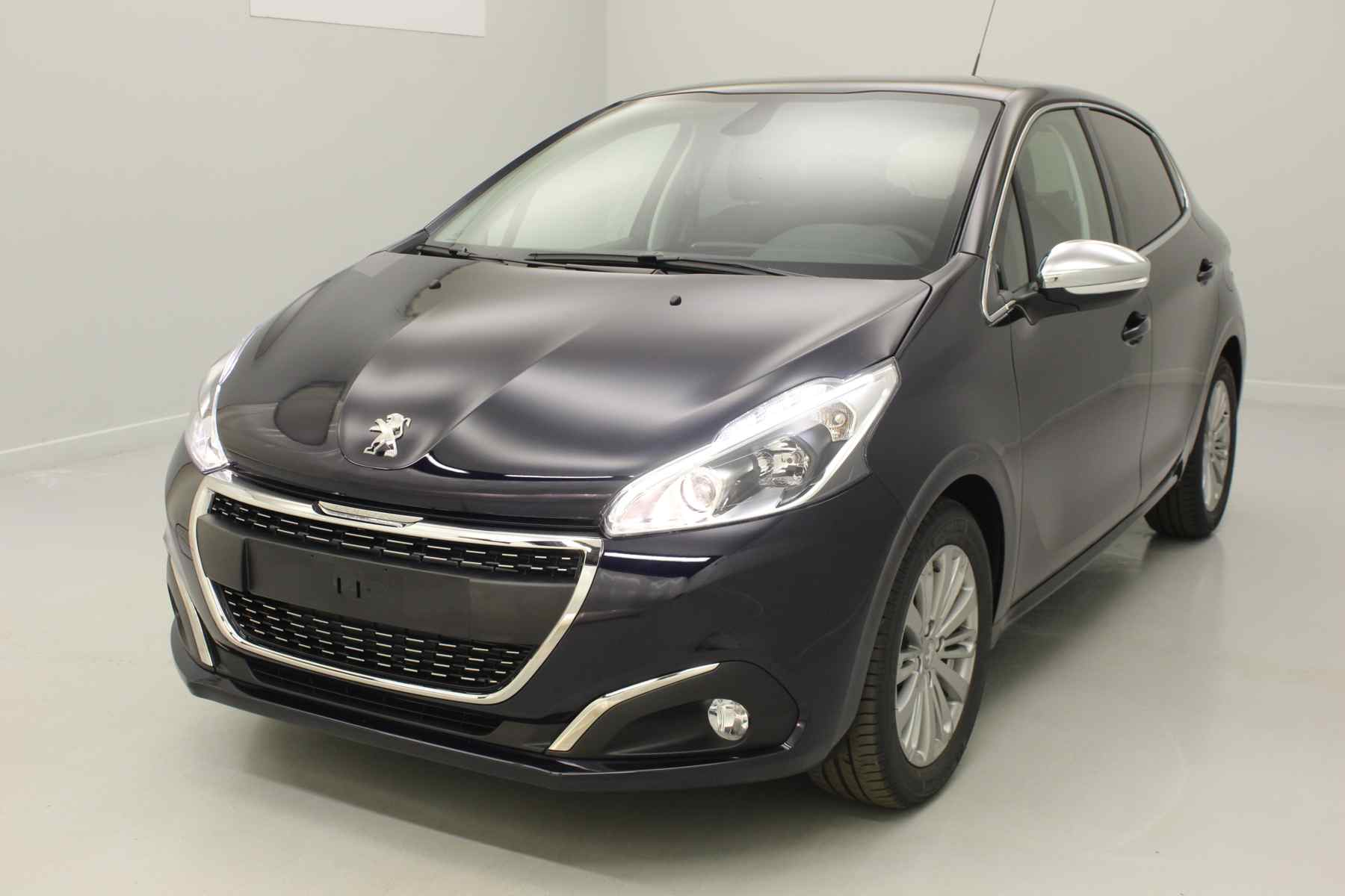 PEUGEOT 208 1.2 PureTech 82ch BVM5 Allure Dark Blue + Navigation + Roue de secours + Extension de garantie 3 ans avec options