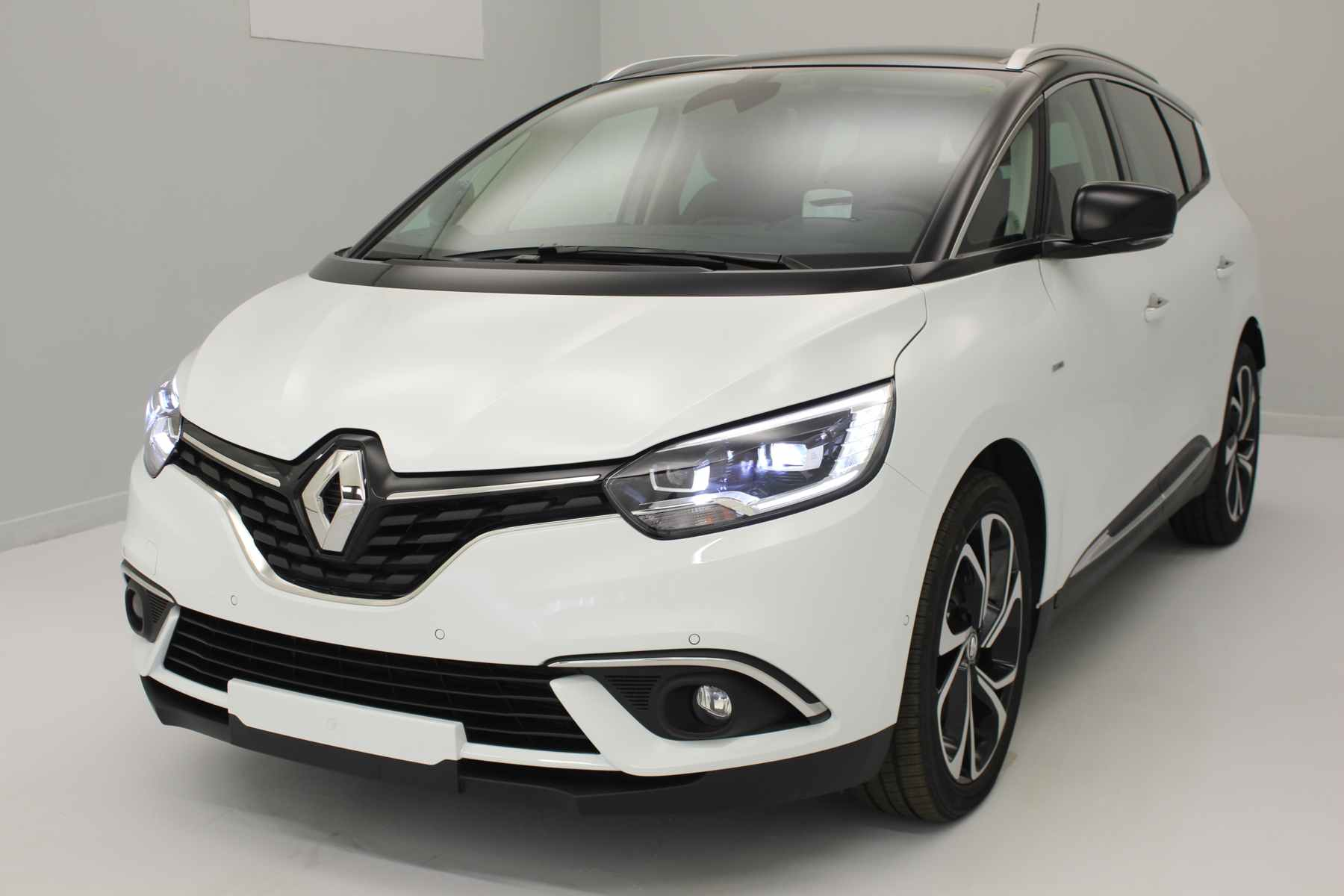 RENAULT Grand Scénic Nouveau TCe 130 Energy Intens  Blanc Glacier Toit Noir + Easy Park Assist + Bose Sound System avec options