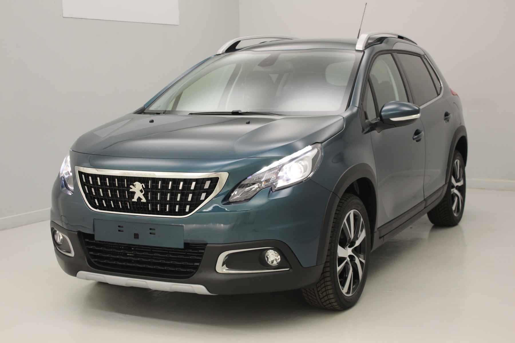 PEUGEOT 2008 Nouveau 1.6 BlueHDi 100ch BVM5 Allure Emerald Crystal + GPS + Pack Grip Control avec options