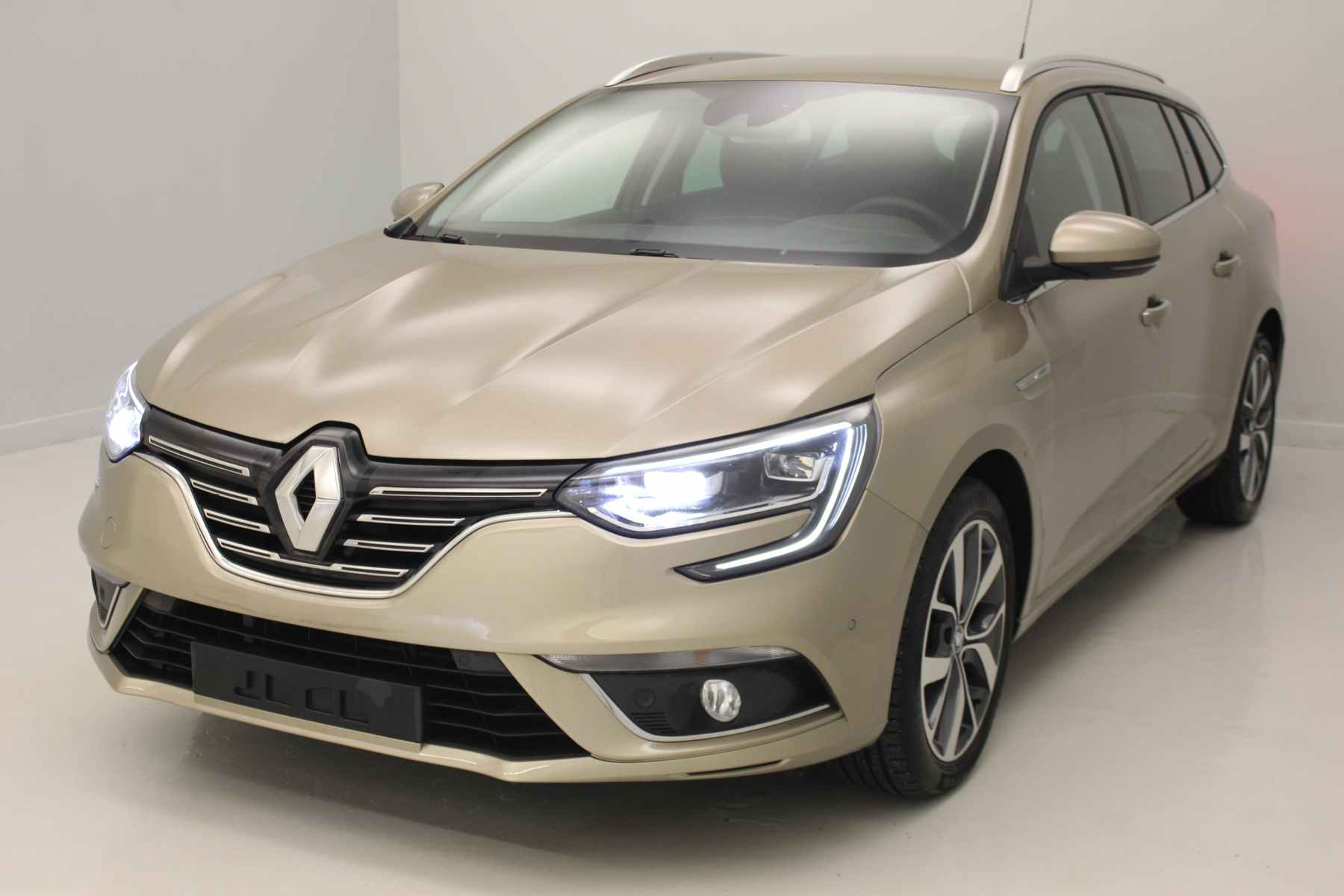 Acheter RENAULT Megane Estate dCi 110 Energy Intens Beige Dune + Bose Sound System + Pack Easy Parking avec options chez un mandataire auto