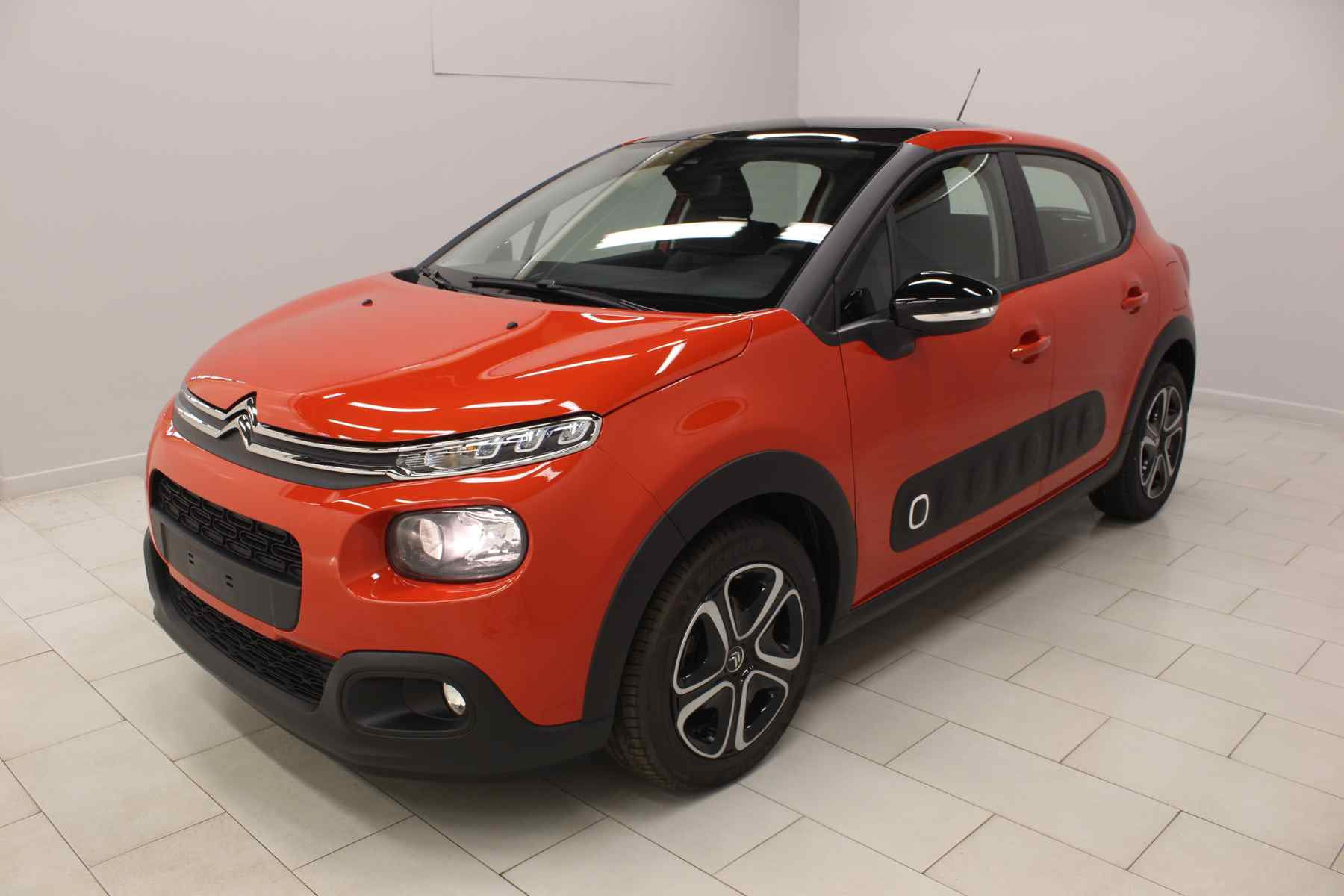 Acheter CITROEN C3 PureTech 82 S&S Feel Orange Power + Toit vitre panoramique + Jantes Steel and Design 16 avec options chez un mandataire auto