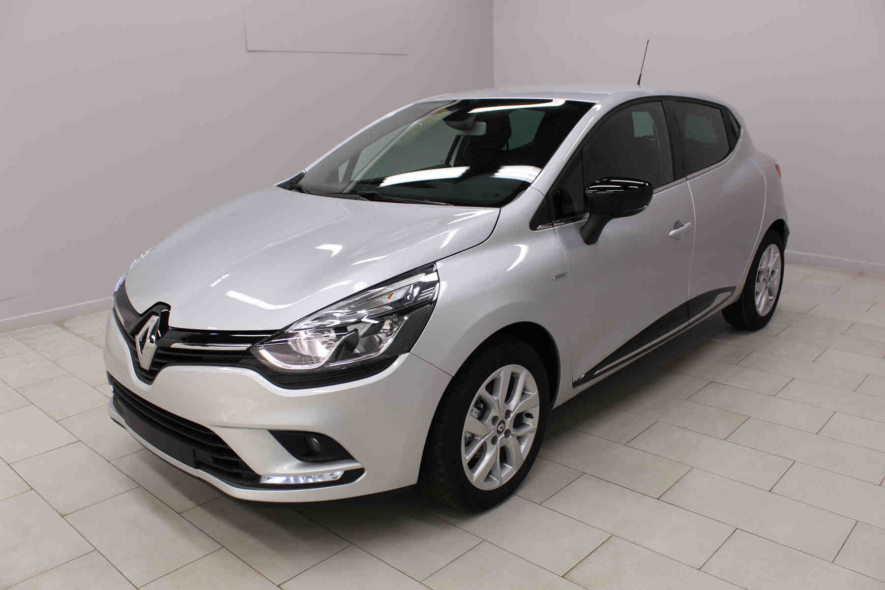 Acheter RENAULT Clio TCe 75 E6C Limited Gris Platine + Media Nav Evolution + Pack City avec options chez un mandataire auto