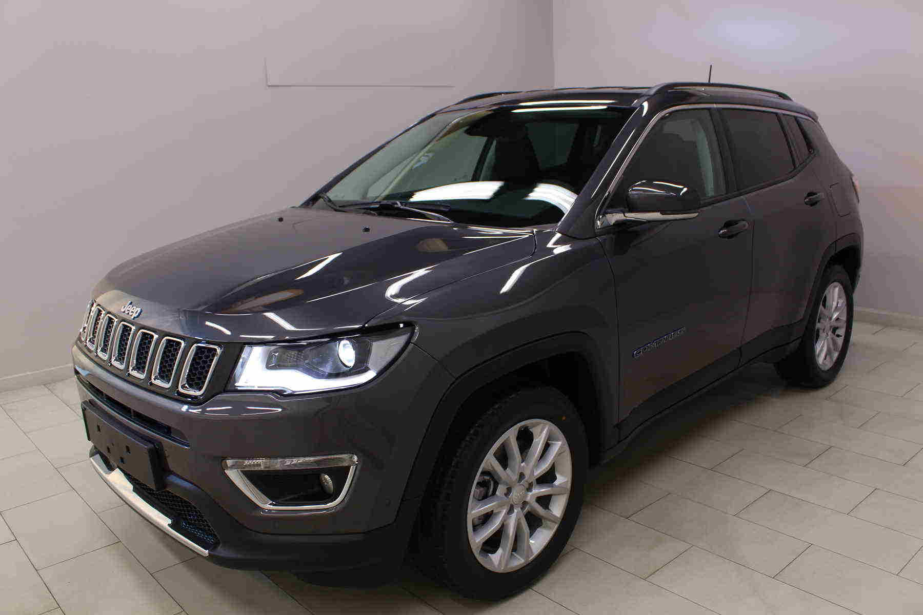 Acheter JEEP Compass 1.3 GSE T4 190 ch PHEV AT6 4xe eAWD Limited Granite Crystal + Pack hiver + Pack style 18 avec options chez un mandataire auto