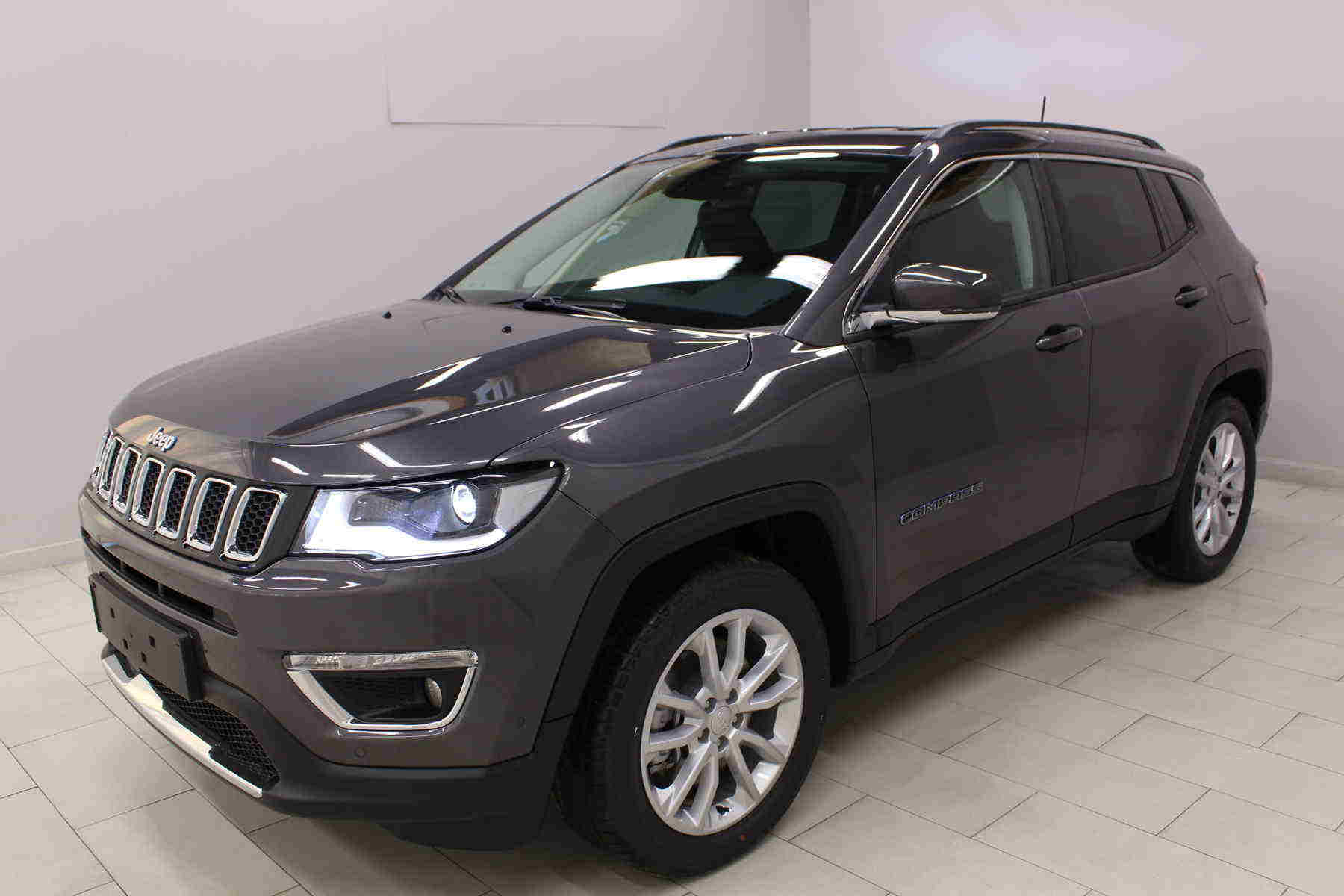 Acheter JEEP Compass 1.3 GSE T4 190 ch PHEV AT6 4xe eAWD Limited Granite Crystal + Pack hiver + Pack Cuir avec options chez un mandataire auto