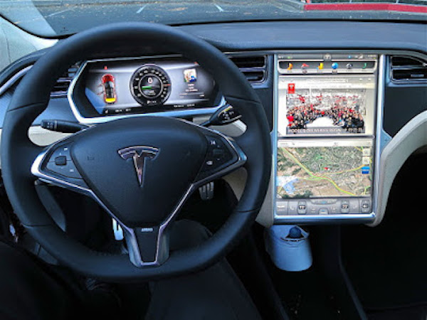 Cette Tesla peut anticiper les accidents